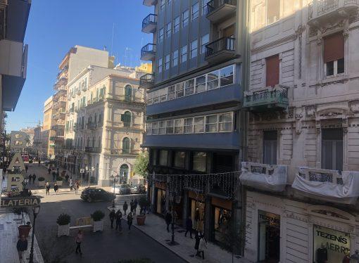Taranto, da domani negozi aperti tra incertezze e voglia di ripartire