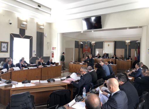 """Taranto, opposizioni all'attacco dopo il """"parere non favorevole"""" al bilancio di previsione"""