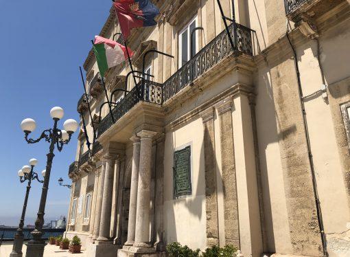 Taranto, Melucci salda la maggioranza e rinomina la Giunta. Manca un nome