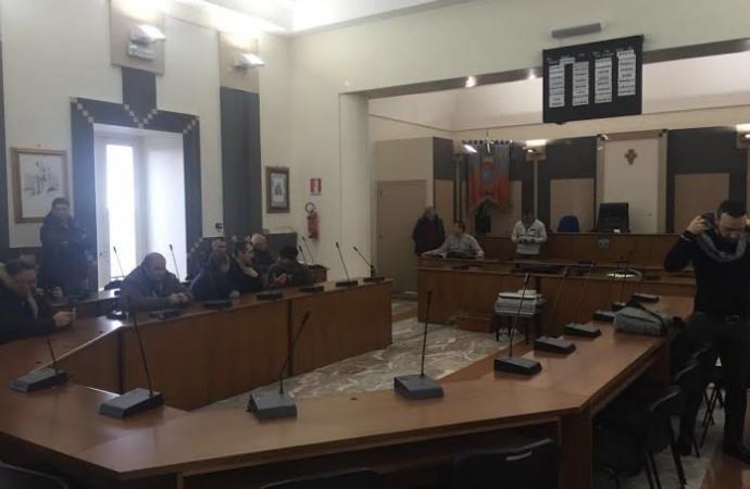 Taranto, la pantomima finisce in farsa: Giunta vecchia… non si cambia !