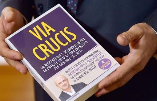 Il Vaticano e i suoi affari inconfessabili, Nuzzi presenta Via Crucis