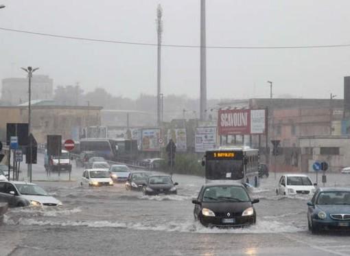 Bomba d'acqua su Taranto, danni e allagamenti