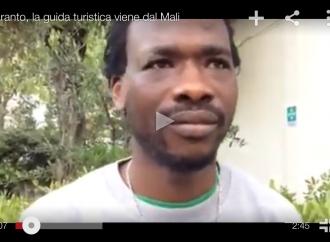 [VIDEO] Taranto, fa la guida turistica in città vecchia ma arriva dal Mali