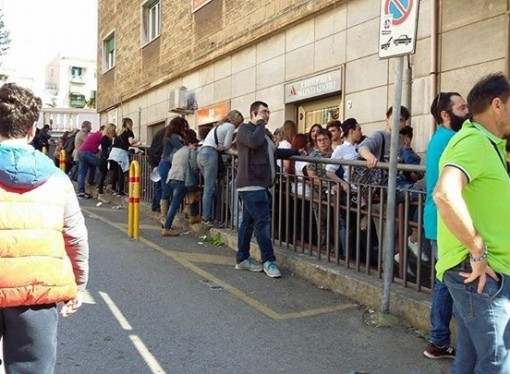 Taranto, tutti pazzi per Dexter. Traffico in tilt