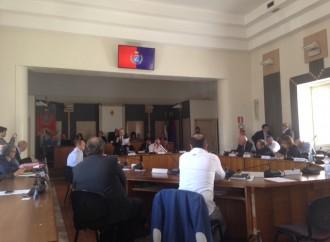 Taranto: Stefàno non ha i numeri, niente bilancio. Ma due stampelle sono già pronte