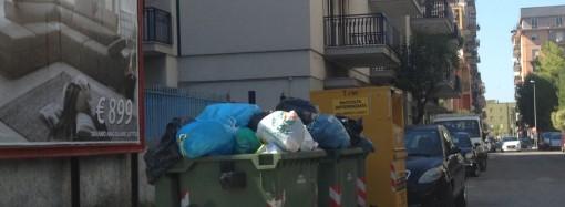 Taranto è invasa dalla spazzatura, ma il sindaco multa i cittadini!