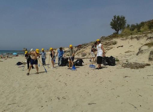 "Legambiente Taranto ripulisce la spiaggia di ""Jamaica"""