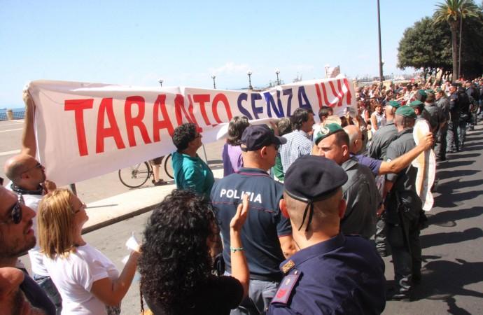 Taranto, il giorno di Renzi. Città blindata e proteste