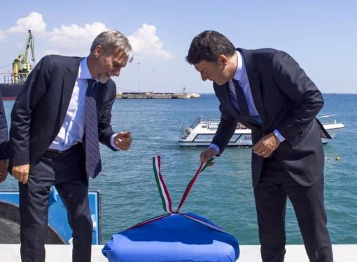 """Renzi """"stregato"""" dal porto di Taranto. Ok alla riforma Delrio. Prete in pole position"""