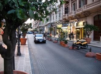 L'allarme: chiudono due negozi al giorno, commercio in ginocchio a Taranto