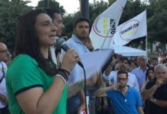 Duro attacco di tutti i MS5 di Puglia. Renzi, qui non è aria: Taranto non è Happy days!
