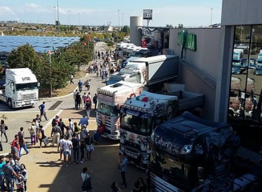 Taranto invasa dai Tir. Domenica il raduno dei Truck alla Mongolfiera