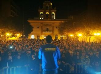 Il NO a cinque stelle nella piazza di Taranto