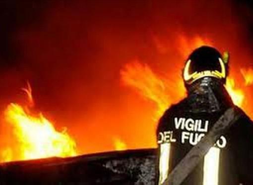 Rogo in provincia di Taranto, a fuoco stabilimento balneare