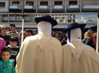 Taranto, domani l'esordio in processione dei nuovi confratelli del Carmine