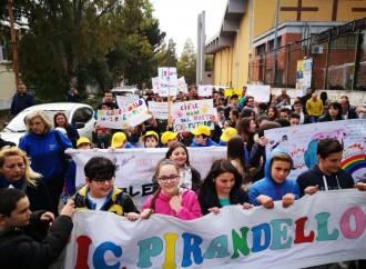 Taranto respinge i vandali, la città risponde all'appello della Pirandello