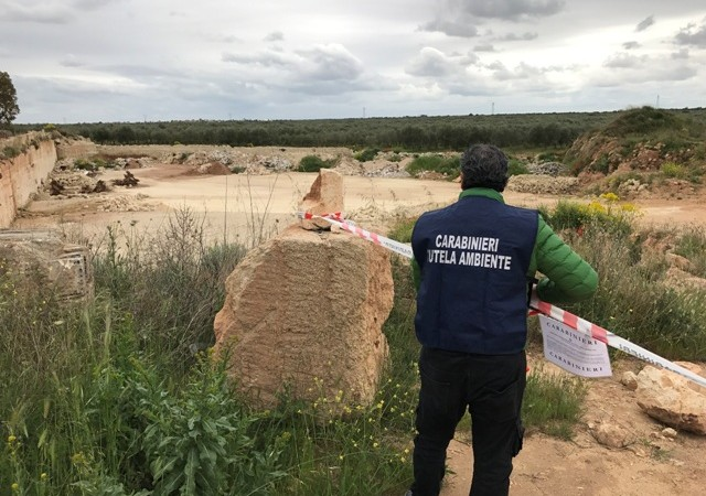 Discarica abusiva in provincia di Taranto, sequestro del Noe
