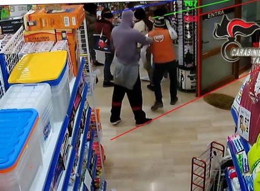 Tre rapine e un flop, traditi dai video e da Facebook: arrestati!