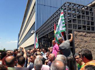 """Ilva, è il giorno di Gentiloni. Tra mons. Santoro e sindacati nasce il """"fronte popolare"""""""
