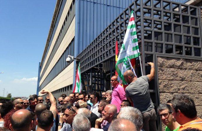 Taranto, lo sciopero blocca ArcelorMittal. Ma l'azienda minimizza la partecipazione