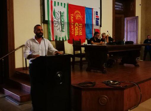 Taranto, il dubbio degli operai Ilva: da che parte sta il sindaco Melucci?