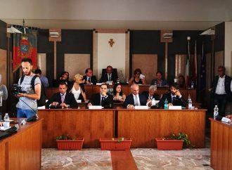 Taranto, la diretta del Consiglio comunale