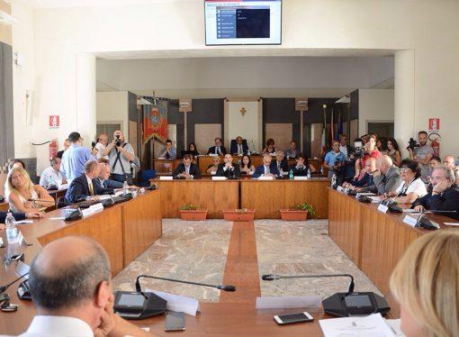 Taranto, per la maggioranza la prova del Bilancio (diretta)
