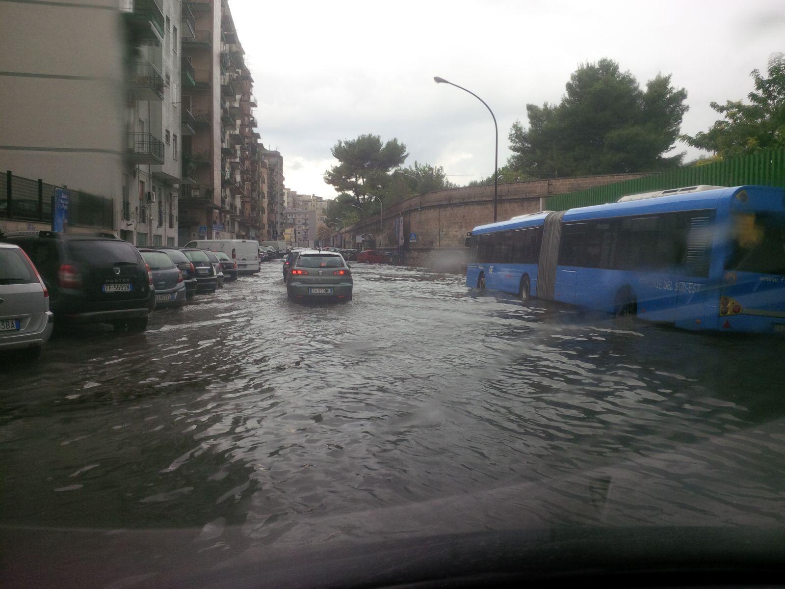 Taranto, allerta meteo arancione chiusi i parchi cittadini
