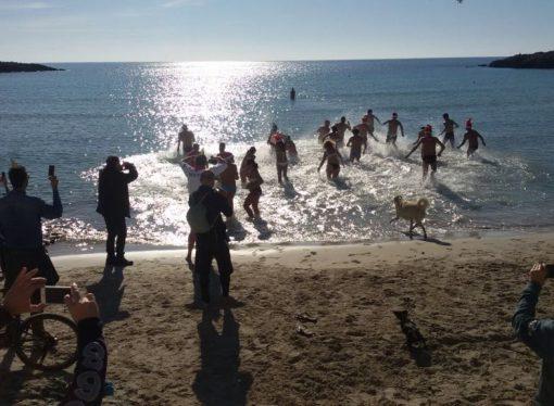 Taranto, bagno di Capodanno nella baia di Gandoli