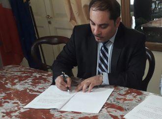 Taranto, il Pd pugliese fa pressing su Melucci: fiducia, ma ritira le dimissioni