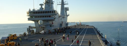 Il Cavour domattina entra in Mar Piccolo