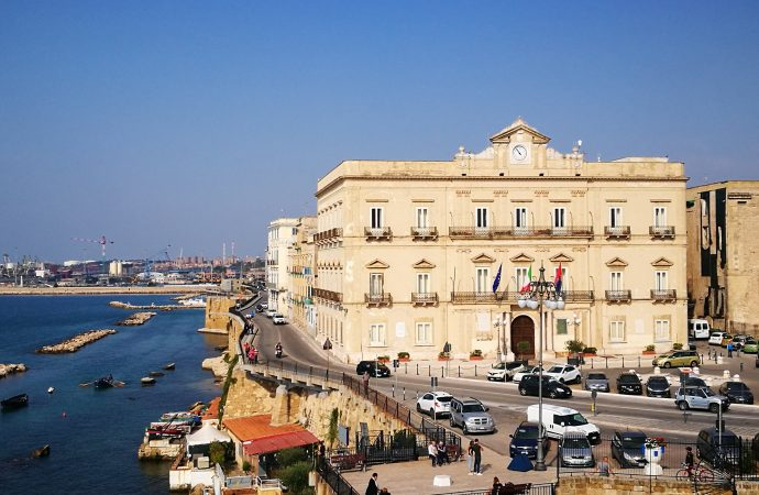 Taranto, divieto di attività motoria. Stop giochi nelle tabaccherie, nuovi orari per edicole e farmacie