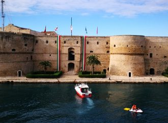 Taranto, lotta ai tumori infantili: Castello e Palazzo di città illuminati d'oro