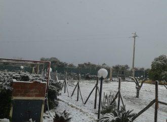Neve in provincia, sole sulla città