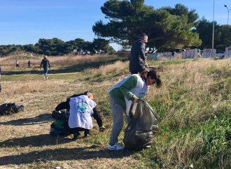 Taranto, domenica raccolta volontaria di rifiuti a Lido Bruno