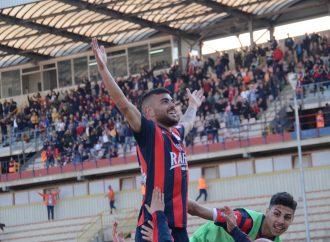 Il Taranto vince il derby ma in vetta non molla nessuno