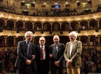 Bif&st, al Petruzelli tre standing ovation per il Maestro Morricone