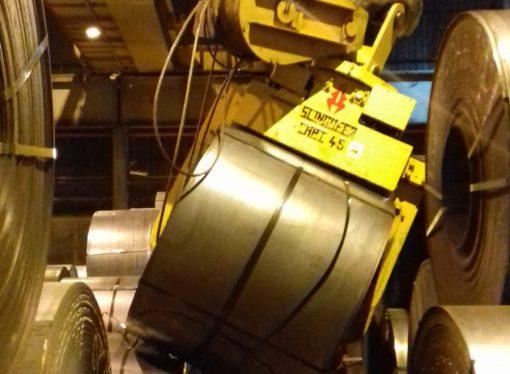 Cedono le funi di una gru. Incidente nello stabilimento Mittal di Taranto