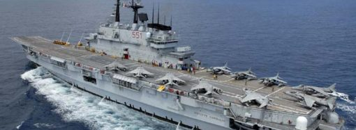Nave Garibaldi entra in Mar Piccolo, spettacolo a Taranto