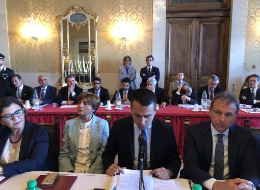 Taranto, Di Maio avvia i lavori del vertice