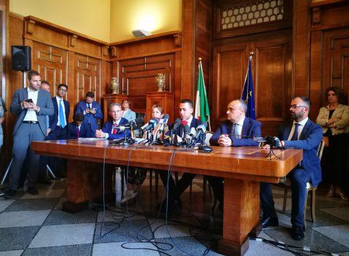Taranto, la ministra Grillo: in aumento i ricoveri per leucemie infantili. Di Maio: No immunità