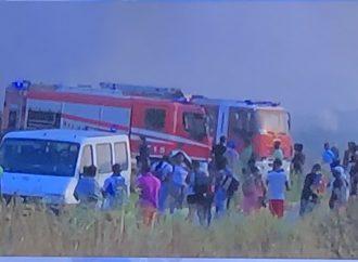 Tragedia a Metaponto, fiamme nel capannone degli agricoltori migranti