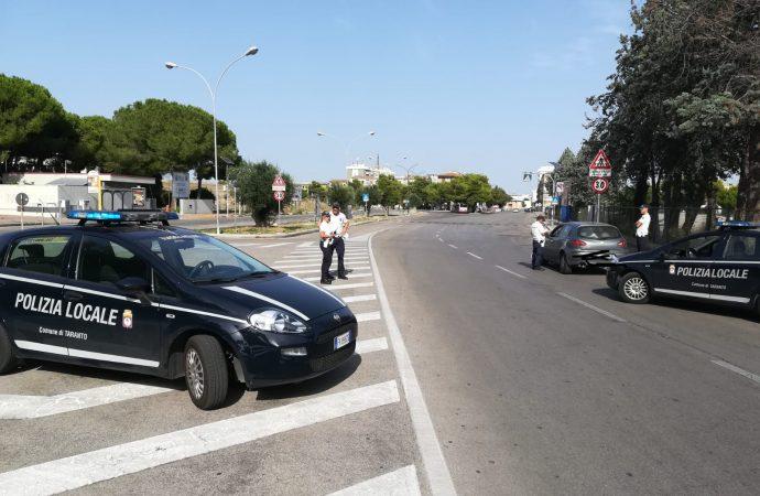 Il casco, la cintura e il viva voce: raffica di multe a Taranto