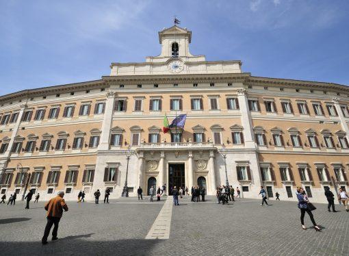 Crisi di Governo, due spauracchi: taglio dei parlamentari e aumento Iva