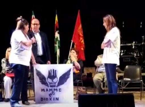 Le mamme di Taranto regalano al ministro un quadro… impolverato