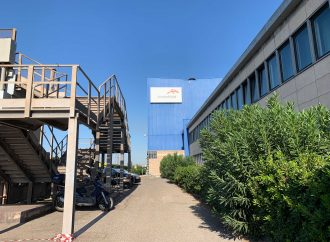 Coronavirus, parlamentari e associazioni chiedono lo stop di Arcelor Mittal a Taranto