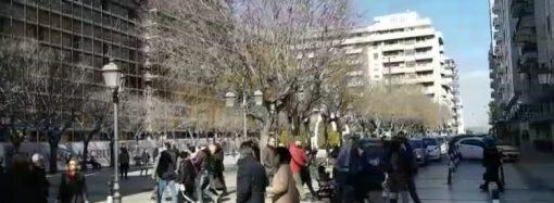 Taranto passeggia in centro ascoltando Diodato, così il Comune festeggia il cantautore