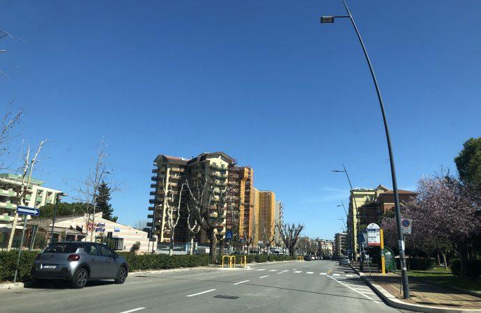 Taranto, negozio di cinesi dona 4mila mascherine alla città