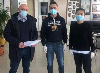 Taranto, due ristoratori cinesi donano 8mila mascherine alla città