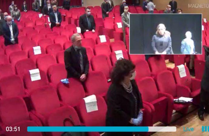Taranto, Consiglio comunale in teatro (diretta)